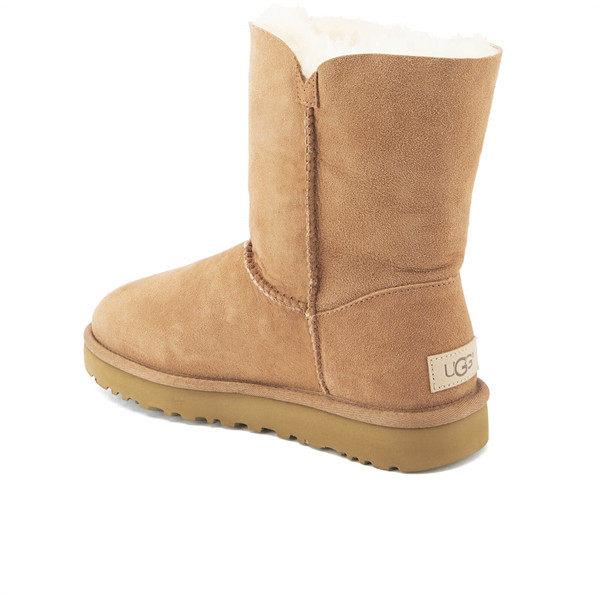 【码全一双免邮】UGG 女士纽扣沙色中筒雪地靴 ¥946